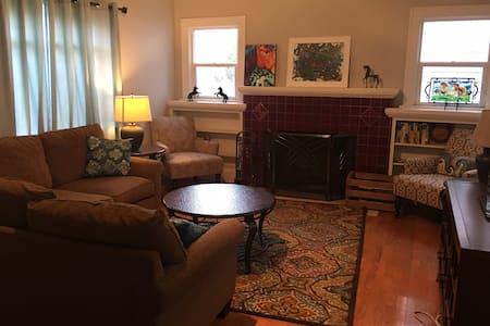 Cozy Bungalow in Montavilla District/Mount Tabor - Portland - House