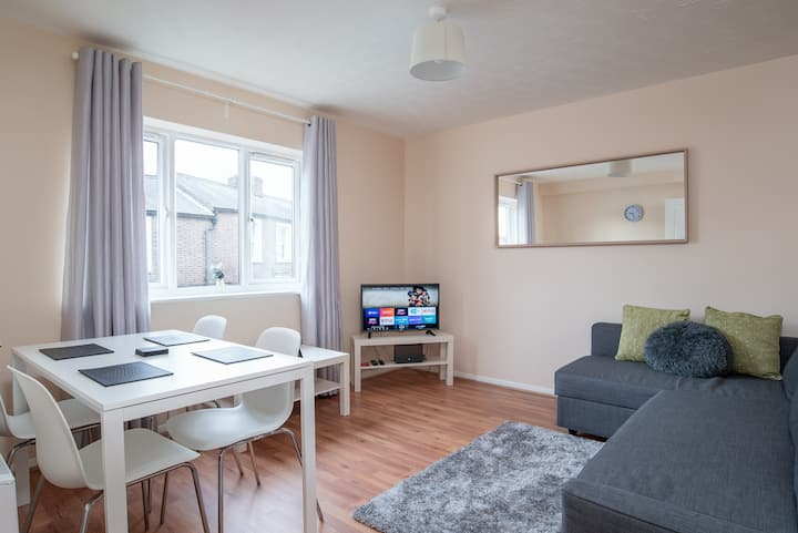 Luton, City Link Apartment  Free Parking.