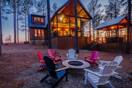 Salty Dog Lodge HIGH LUXE 4 Bedroom with SUNSET Views! 4 King Master Suites and Loaded with Amenities!