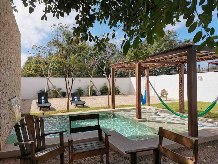 OASIS gem amz pool 5 blocks to Paseo Montejo