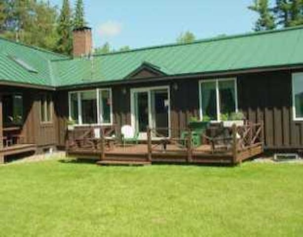 Nice cottage in the Saddleback Lake Lodge Cottage Community