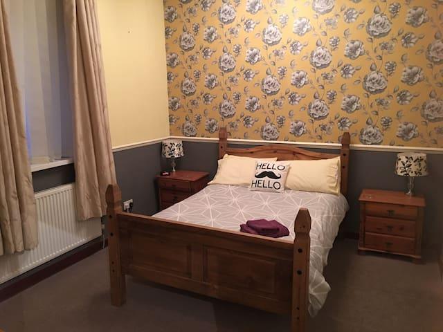 Bury town centre double en-suite