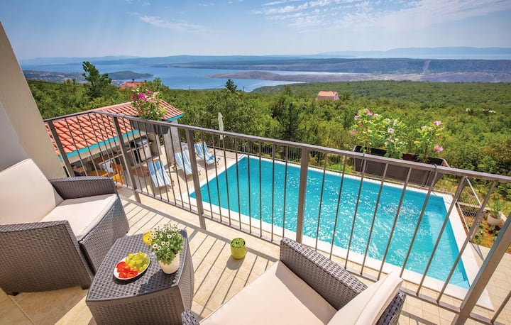 Holiday home-amazing views-big swimming pool