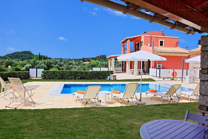 Villa Senses: Stylish villa, amazing views, pool