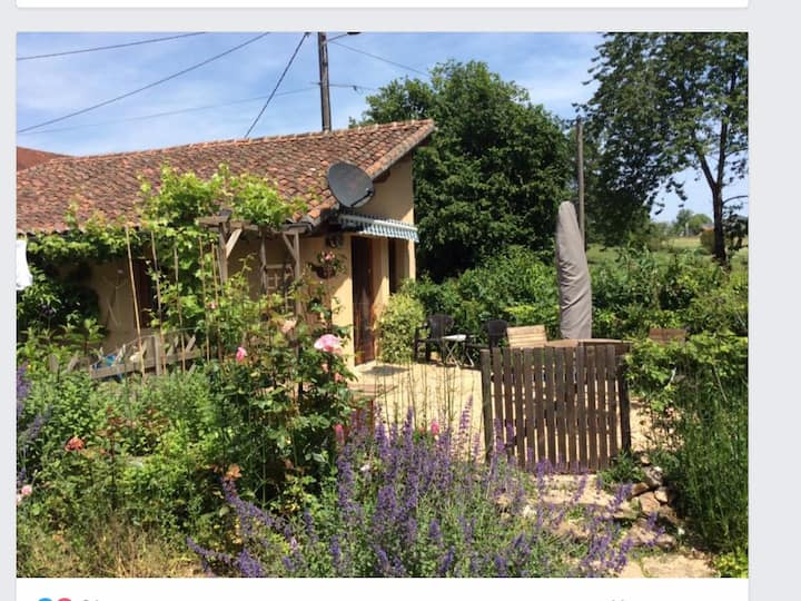 Charming little cottage near Oradour-sur-Vayres