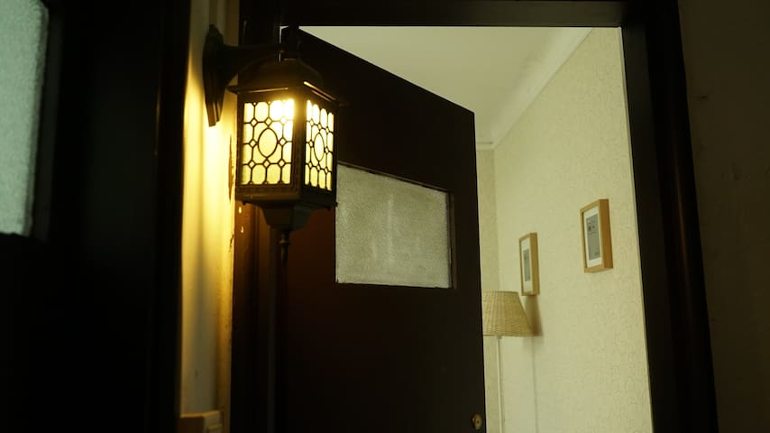 淮海中路地铁站飞霞别墅Classic room in old house@Huai Hai Rd - Shanghai