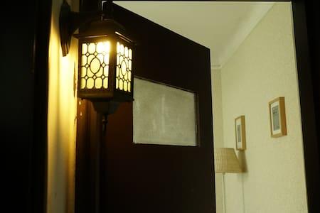 淮海中路地铁站飞霞别墅Classic room in old house@Huai Hai Rd - Shanghái