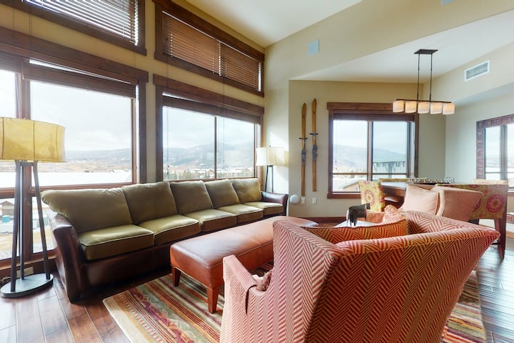 Gorgeous upscale condo w/gondola access, mountain view & shared pool/hot tubs