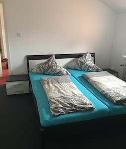Cozy room near Hannover fair, WiFi+TV+bathroom - Lehrte - Apartament
