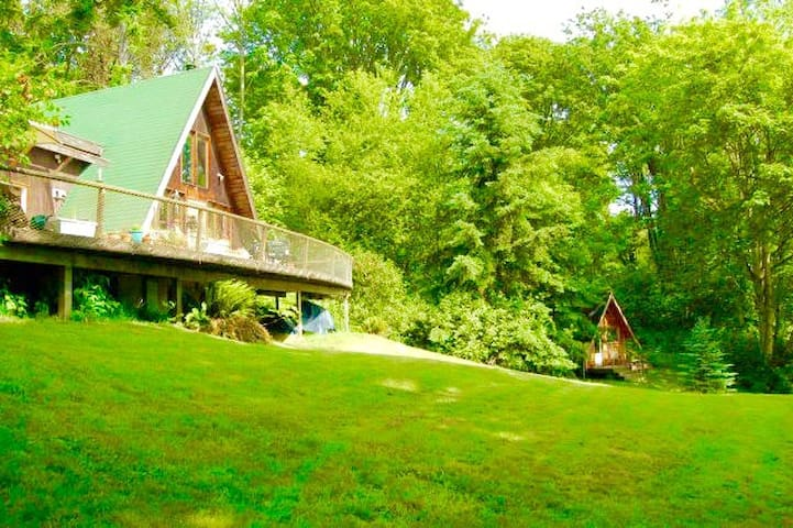 A-Frame on high bluff with harbor view - Vashon - Cabin