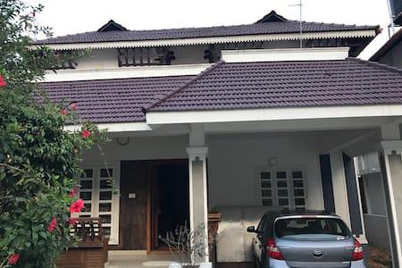 Brand new 4 BHK furnished villa - Aluva - Casa