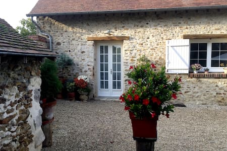 Chambres 4 pers. Country house  /close to Paris
