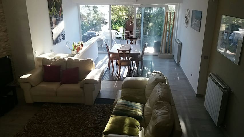 Semidetached house, close Madrid (10km), train.