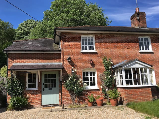 Cottage Airbnb suite in Over Wallop, Hampshire