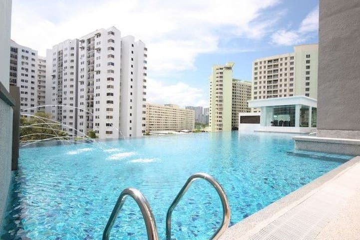 Luxury Vacation Home - Bayan Lepas - Apartment