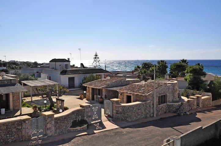 PUGLIA - Ancient Trullo sea front near the beach - Capilungo - House