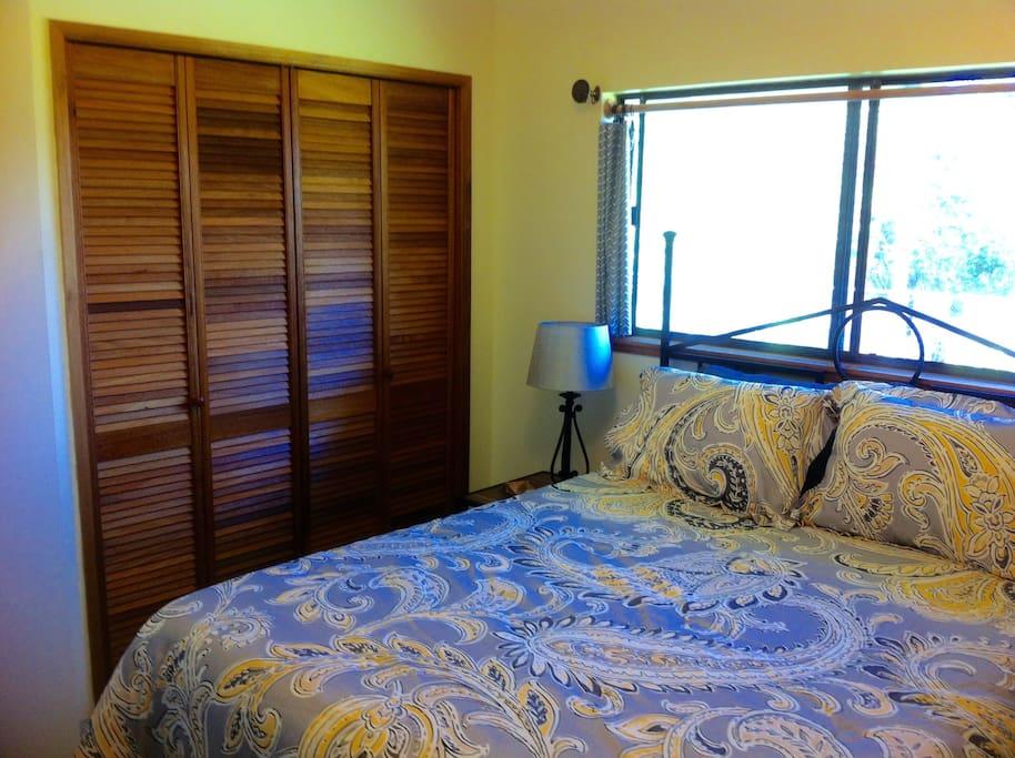 Bed, closet