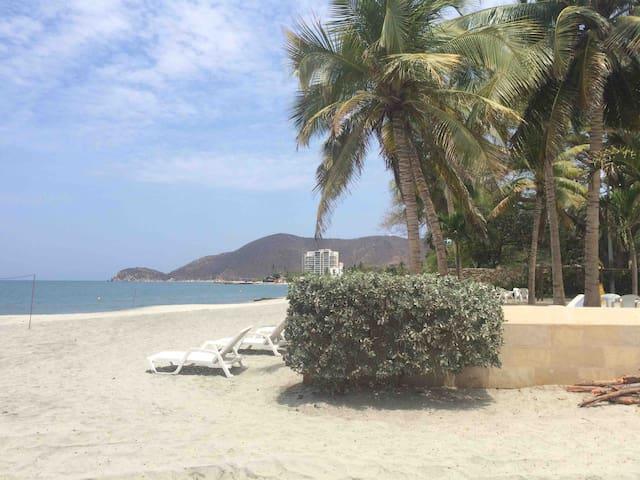 Playa Pozos Colorados
