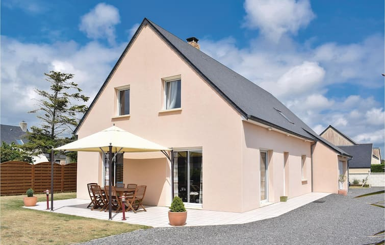 Holiday cottage with 3 bedrooms on 115 m² in Creances-Plage