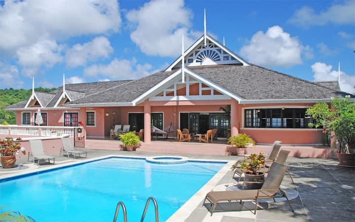 Luxury 5 bedroom Tobago villa, large pool, Jacuzzi