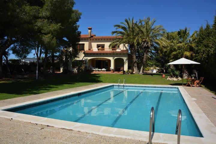 Villa Sitges Colibri. Renewed. 10min. drive Sitges