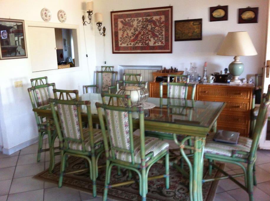 Tavolo da pranzo per 8 persone