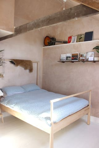 Double bedroom in 3 bedroom cosy cottage.