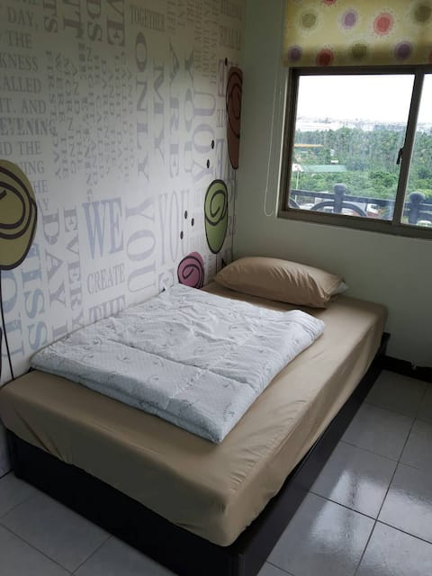 Villa - Single Room (Shared Bath) AC