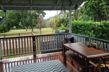 Charming cottage in Graceville with pool - Graceville - Hus