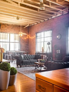 Charming Industrial 3 Bedroom Loft - Dallas - Loft