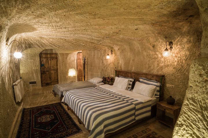 Atilla's Cave House -  Room 3