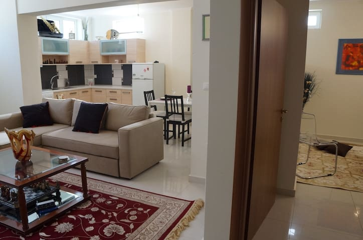 Stylish Spacious Apartment - Kalamata  - Apartamento