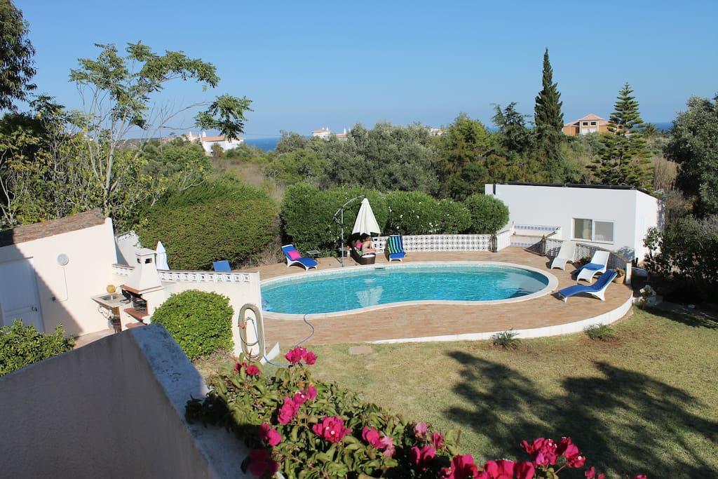 Villa avec beau jardin piscine et vue mer villas for for Villa avec jardin et piscine