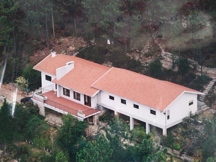 Uma casa no monte. Moradia Inteira. Trofa, Porto
