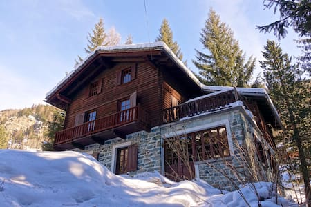 Chalet near ski slopes in Champoluc - Champoluc - วิลล่า