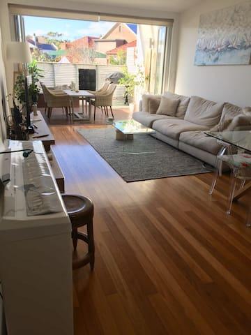 Beautiful apartment near Bondi & Bronte Beaches.