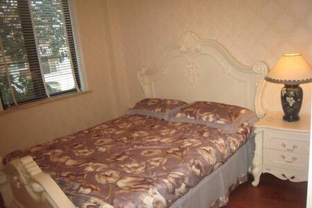 滇池之恋-联排别墅端头花园家庭影院欧式装修大床间 - Kunming