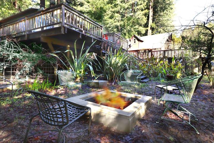 CASA VERDE:  Pvt Creek Access | Hot Tub | Fenced