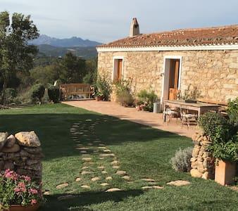 Intera Casa in campagna con piscina 15km da Olbia