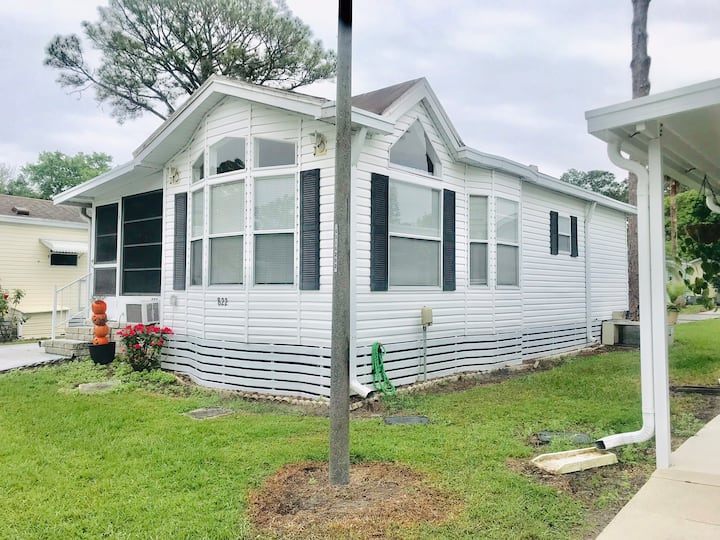 Tiny home in safe quiet RV park near attractions