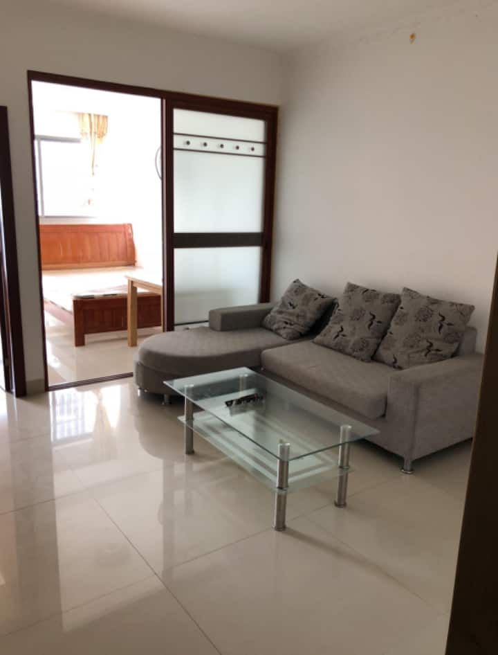 Spacious private large bedroom free parking