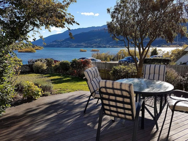 Sunny Lakeside House in Frankton,Queenstown