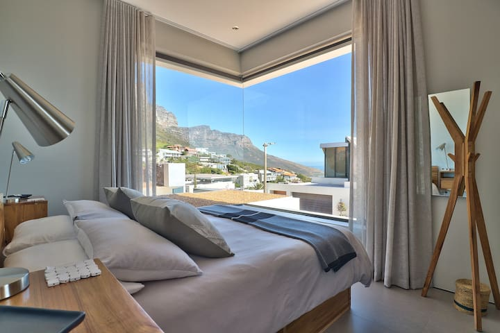 MAIN BEDROOM - QUEEN SIZE BED WITH MOUNTAIN AND SEA VIEWS