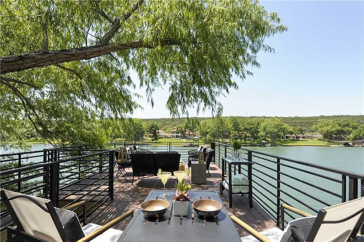 Lake Austin Retreat - Social Distance! WalkerVR Brand New & Modern Escape with 3-Story Boat Dock!