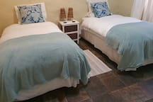 2nd bedroom with 2 single beds, can be converted in a king bed