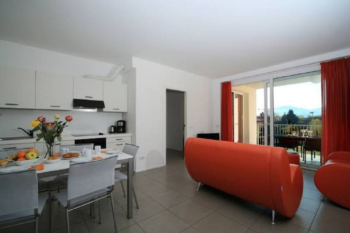 Lake Maggiore 3 bed apartment with pool & jacuzzi