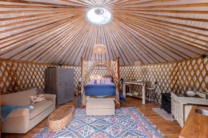 Beautiful off grid solar Yurt on serene 4 acres