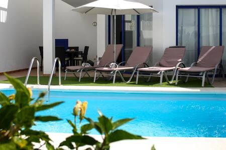 Casa Chloe | Cosy terraced villa with private pool in Marina Rubicón