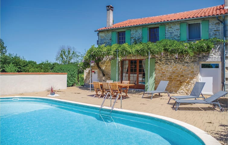 Holiday cottage with 3 bedrooms on 117 m² in St.Simon de Pellouaill
