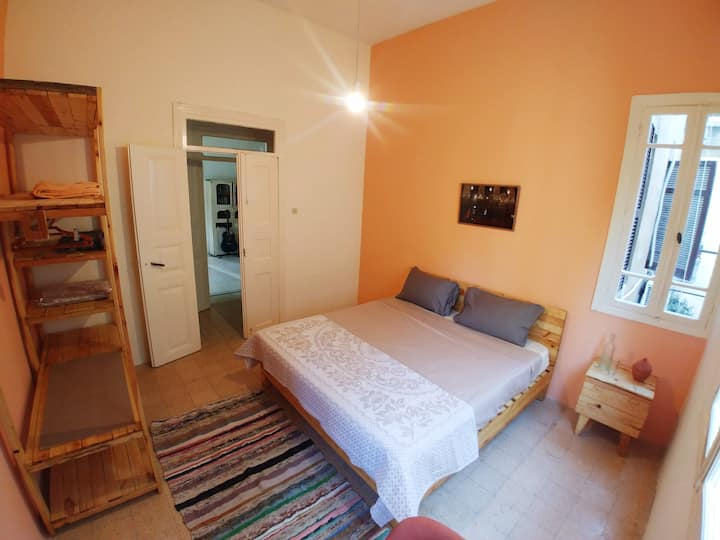 Mango - Spacious room in central Gemmayze